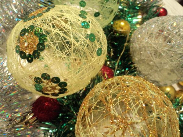 Сделать новогодний шар с детьми